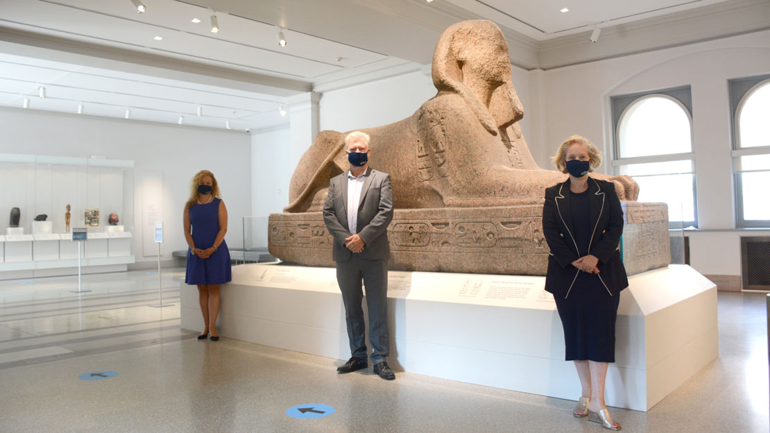 Amanda Mitchell-Boyask, Steve Tinney, and Melissa Smith in front of the Sphinx