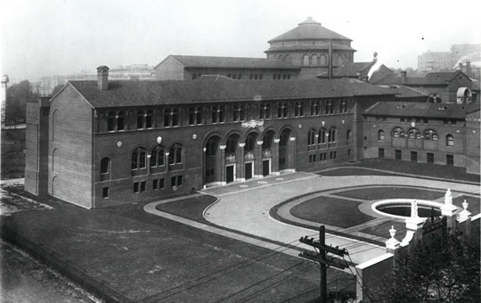 outside of the penn museum in 1929