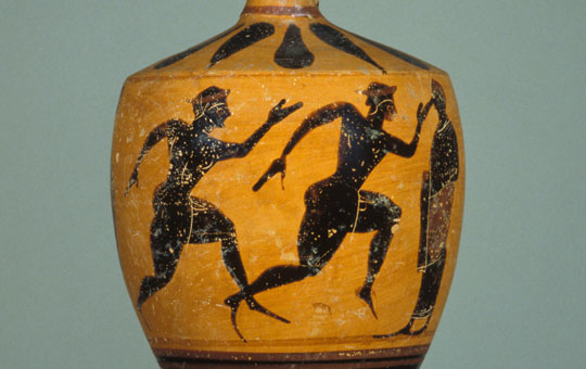 A lekythos showing two racing runners.