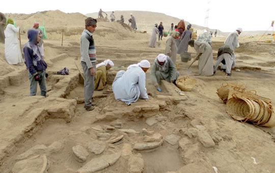 An excavation of an ancient bakery in Abydos by archaeologists.